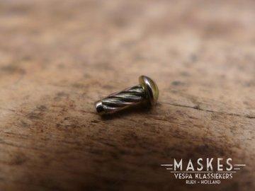 Treeplank slag nagel